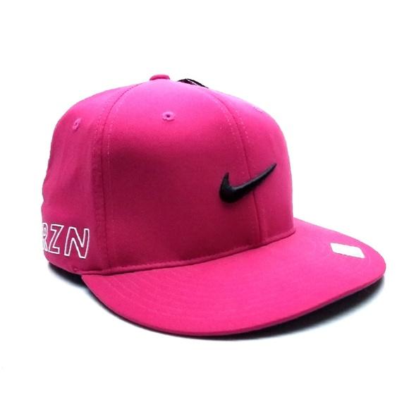 ed1c30c5bfa48 (NWT) Nike Rzn Vapor Red FlexFit DriFit Hat -M L